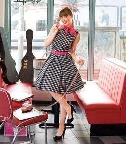 Flott kjole med inspirasjon av 50-tall - under skjørtet er det et tyll underskjørt