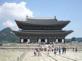 朝鮮王朝時代を象徴する王宮・景福宮(キョンボックン)の正殿だった勤政殿(クンジョンジョン)
