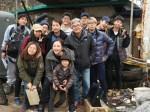 『偉大なる遺産』の出演者やスタッフと写真におさまるチャン・グンソク