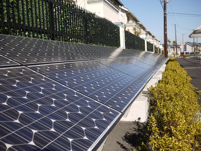 Общественная солнечная батарея в Фудзисава