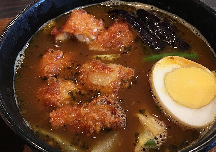 スープで食べるチキンカレー