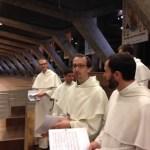 Les frères étudiants des deux provinces animent la veillée de confession à saint Pie X