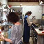 Préparation de la cuisine avec le fr. Marc Bellion op