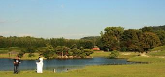 後楽園 Koraku-En Un couple en photo de mariage