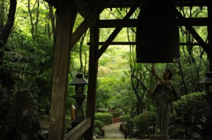 三瀧寺 行きに鐘を突くのだそうだ。Temple Mitaki
