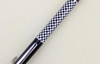 Pluma de Ajedrez DUQUE 928 en blanco y negro de tablero de ajedrez
