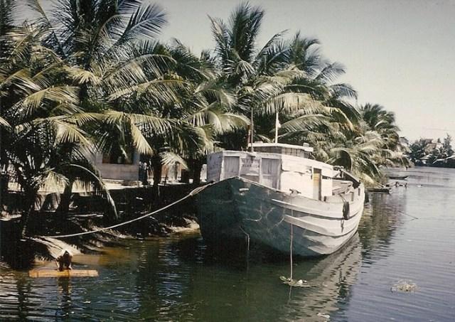 Khung cảnh trên một dòng sông ở Nha Trang.