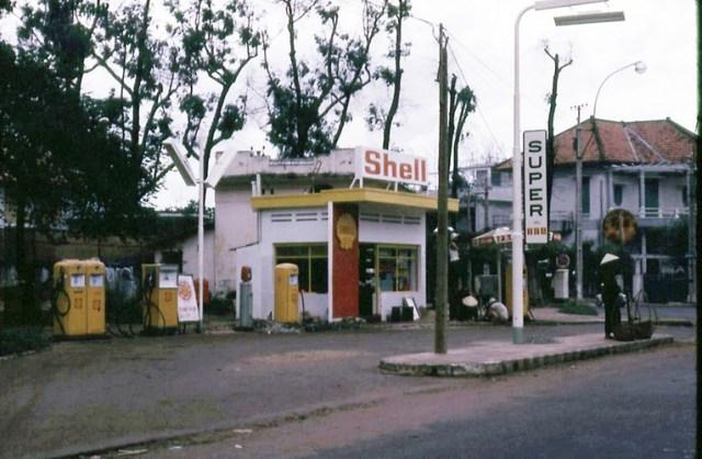 Cây xăng Shell ở góc Phan Thanh Giản - Lê Văn Duyệt (Điện Biên Phủ - Cách Mạng Tháng Tám).