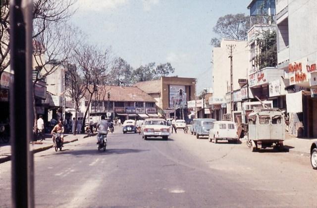 Đường Đinh Tiên Hoàng, phía trước là rạp Casino Đa Kao, Sài Gòn năm 1967.