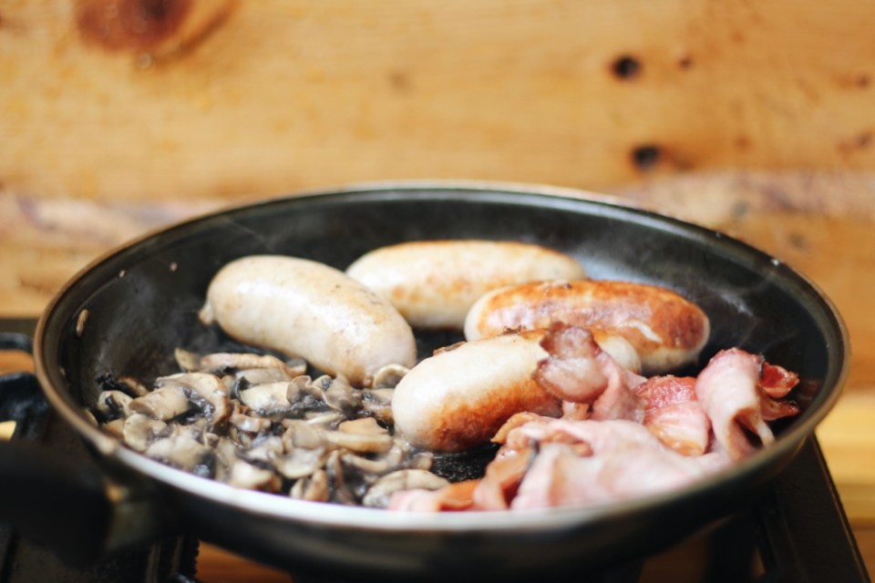 Platbos camping fry-up breakfast