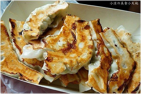 富台鍋貼║眷村裡的銅板早餐,鍋貼一顆只要3元/現包現煎的好滋味排隊也甘願