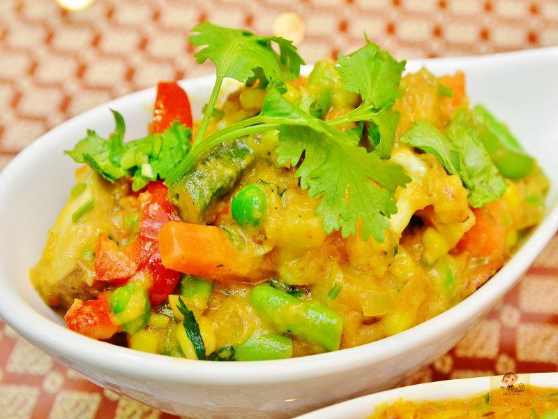【熱血採訪】斯里瑪哈印度餐廳~正統印度料理大推薦,有帥氣印度老闆和爆好吃的印度咖哩,綜合海鮮咖哩、瑪莎拉豆沙及寶萊雞丁必吃,近勤美誠品