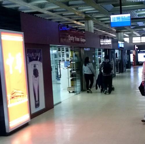 チンギスハーン空港の免税エリア2