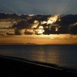 マラウィ湖の朝日