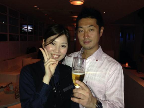 かわいい飲み屋店員とビール売りのお姉さんの写真画像[美人女子シリーズ] (3)