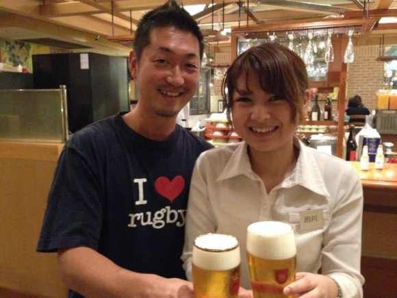 かわいい飲み屋店員とビール売りのお姉さんの写真画像[美人女子シリーズ] (5)