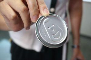 缶ビールの蓋を裏から見ると、なんと、こんな笑顔が!!