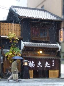 雪の日の道頓堀 たこ梅 本店