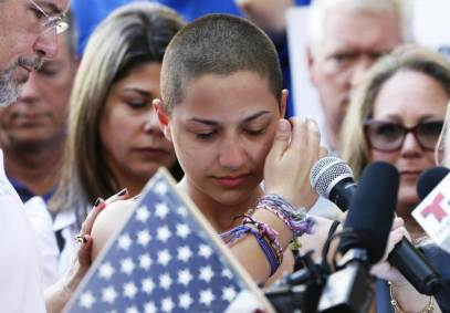 Marjory Stoneman Douglas High School student Emma Gonzalez speaks at a rally for gun control at the Broward County Federal Courthouse in Fort Lauderdale, Florida on February 17, 2018. A former student, Nikolas Cruz, opened fire at the high school leaving 17 people dead and 15 injured on February 14. / AFP PHOTO / RHONA WISE