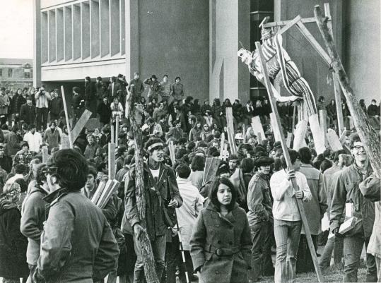 SU Students Prepare to Burn Nixon in Effigy - May 1970