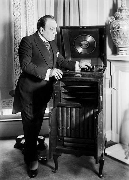 Caruso and the Phonograph