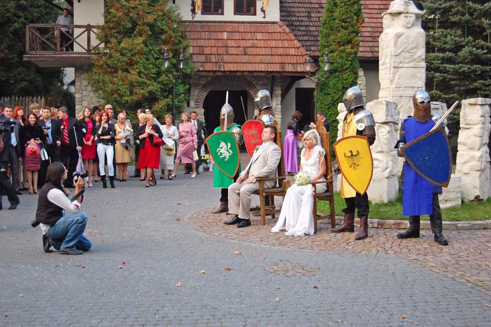"""Фотографія з розписки в середньовічному стилі 26 вересня 2010 року в ресторані """"Древній град"""" біля Львова"""