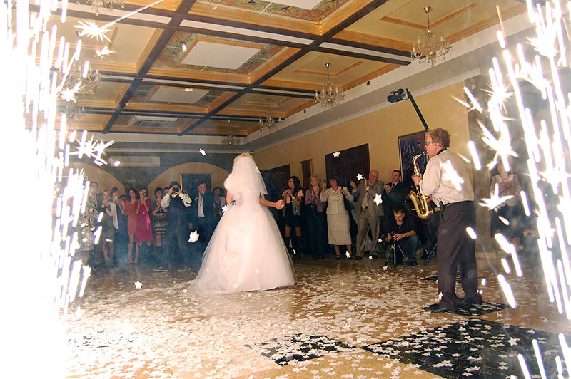 Перший танець молодят на весіллі