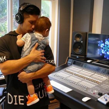Chyno Miranda se dejó ver desde los estudios de grabación ya trabajando