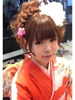 成人式のロングの髪型で編み込みアップヘアー