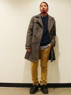 シャツ×セーター×パンツ×靴×トレンチコート