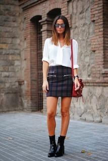 白のブラウス×スカート×ブーツ