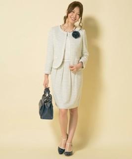 入園式のママのクリーム色スーツコーデ