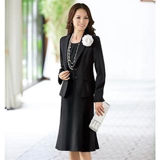 小学校の卒業式の母親の服装でスーツ 3