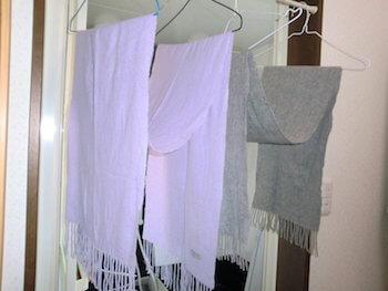 服を長持ちさせる方法を紹介⑥-③(洗濯後の干し方を変える:ストール)