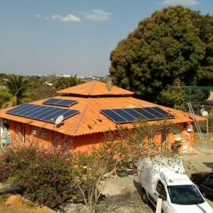 05 - Arranjo fotovoltaico finalizado - 16 x 310Wp Trina Solar