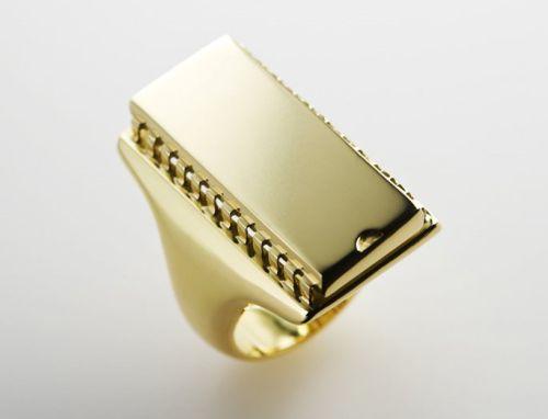 atari 2 011 [gadgets] É rico? É nostalgico? Gosta de games? Então compre este anel com chip de Atari!