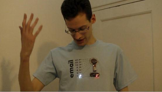 camimail [pra descontrair] Moda Geek: camiseta com notificador de e mails integrado