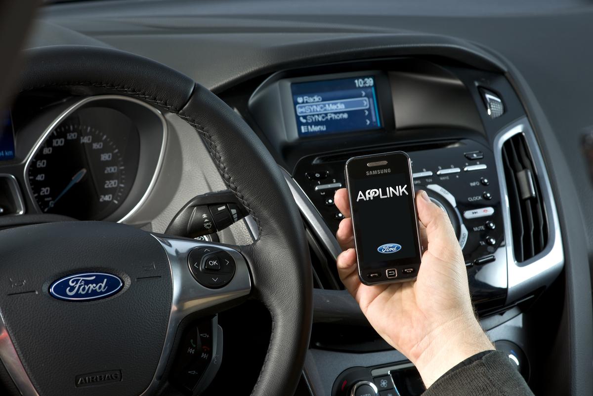 applink Ford anuncia o sistema SYNC AppLink para o Brasil na Campus Party 2014