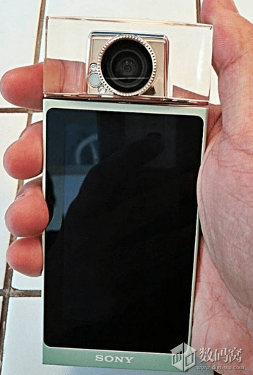 Odd-looking-Sony-selfie-phone-appears