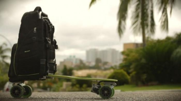 Movpak Movpak é um 2 em 1: um skate elétrico e uma mochila para levar seus gadgets