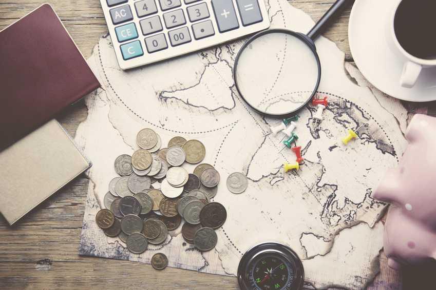 Konta bankowe, które najlepiej sprawdzają się w podróży. Wypłata z bankomatu za granicą, przewalutowanie, prowizje.
