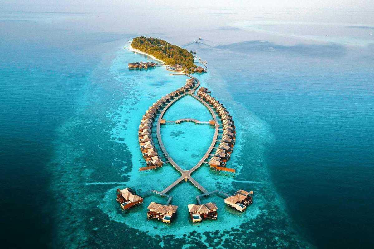 Ile kosztuje wycieczka na Malediwy? Na własną rękę VS z biurem podróży.