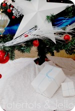 Make the Easiest Ruffle Tree Skirt {Holiday tutorial}!!
