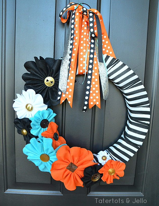 halloween black and white felt wreath at tatertots and jello