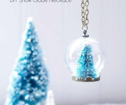 Winter-Wonderland-DIY-Snow-Globe-Necklace-517x676