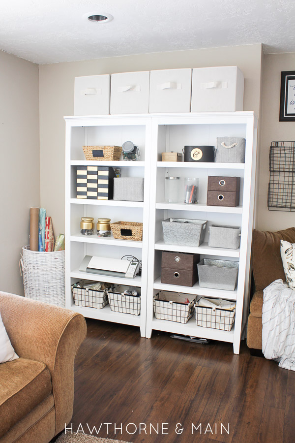 Great ideas 17 diy organizing ideas tatertots and for Limited space bedroom ideas