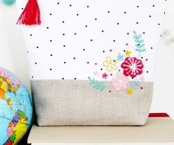 Happy Holidays: DIY Embroidered Zipper Pouch
