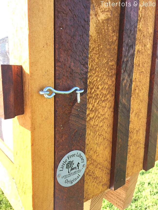 how to build a little free library