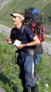 Timothy Bartholomaus delivers a lecture to students in the field and teaches