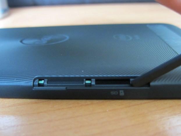 Dell Venue 7 microSD Anschluss